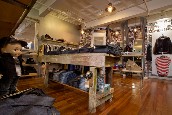 The guys say of themselves: \u201cWeavers Door is a Liverpool Independent born from a desire to offer the finest menswear from the best brands. & Blog Pezcame.Com