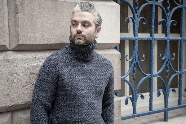 blue-rollneck-worn-3