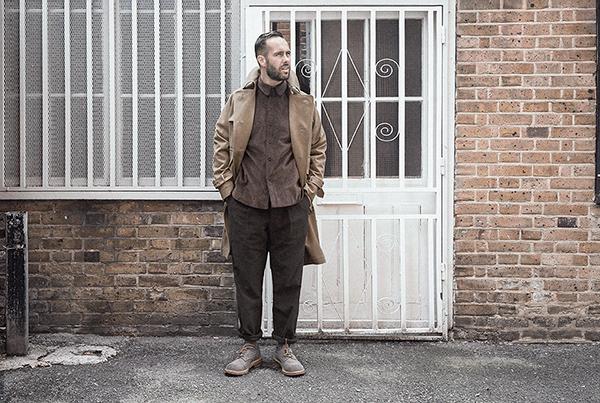 drab-cotton-twill-trench-coat-worn-1b-rob